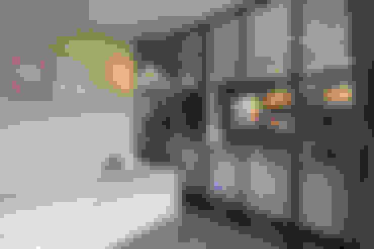小孩房/游戲室:  臥室 by 果仁室內裝修設計有限公司