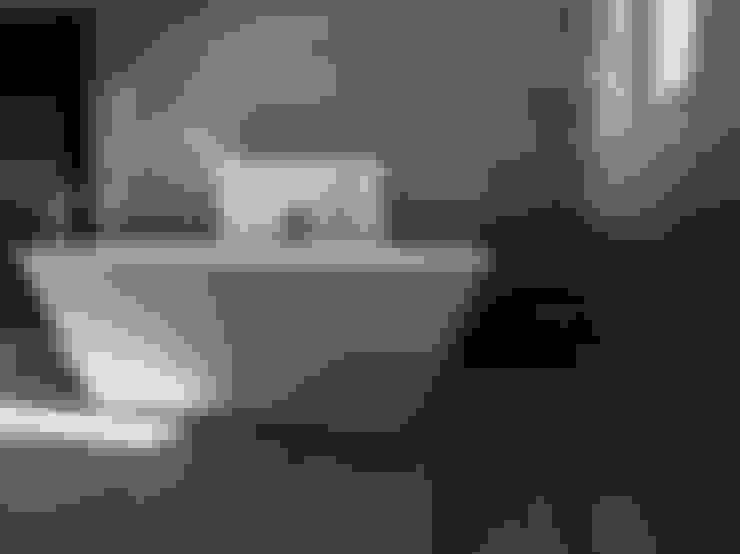 Master Bathroom:  Bathroom by TOP CENTRE PROPERTIES GROUP (PTY) LTD