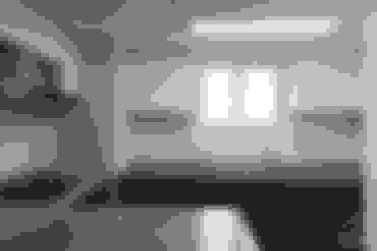 컬러로 포인트를 준 모던 인테리어, 안산 센트럴 푸르지오 39py _ 이사전: 홍예디자인의  주방