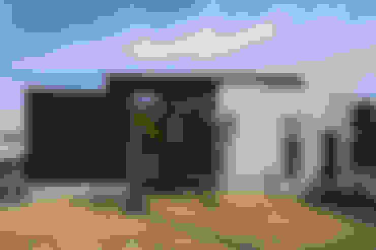 Casas unifamiliares de estilo  por yuukistyle 友紀建築工房