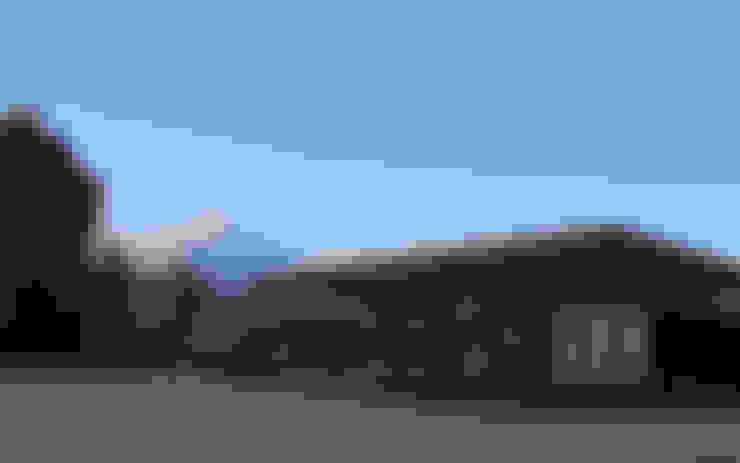 La casa y el Volcán: Casas unifamiliares de estilo  por mutarestudio Arquitectura