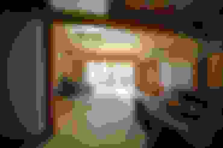 Living room by 株式会社高野設計工房