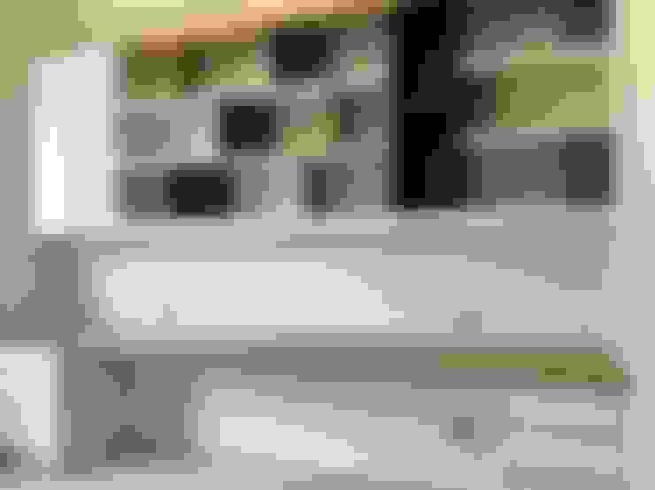 跳色層板豐富設計:  書房/辦公室 by 圓方空間設計