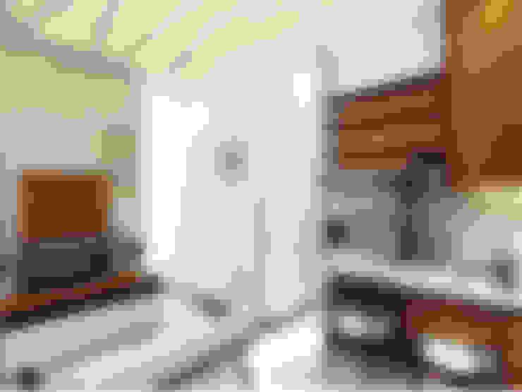 Interior Rumah Cutra Harmoni:  Ruang Keluarga by SEKALA Studio