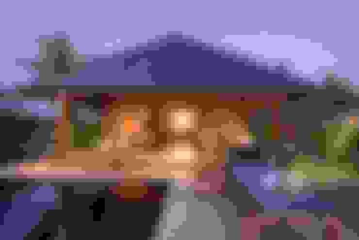 Casas de Madera Importada de Bali: Piscinas de estilo  de Ale debali study