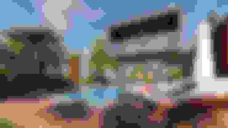 Sobrado Tropical: Casas  por ELLEVVE Arquitetura e Design