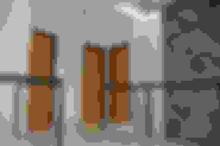 Puertas de estilo  por Zona Arquitectura Más Ingeniería