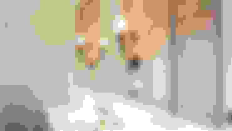 Master Bathroom 2:  Bathroom by ARF interior