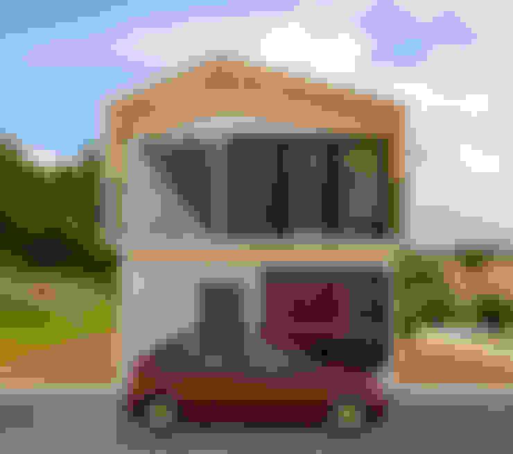 Casas unifamiliares de estilo  por Variable