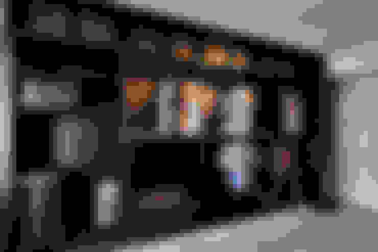 Habitaciones de estilo  por VOILÀ Pte Ltd