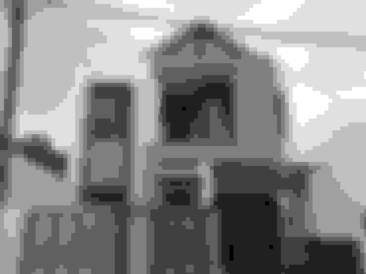 Kondisi Bangunan Tahap Finishing Akhir:  Rumah tinggal  by Amirul Design & Build