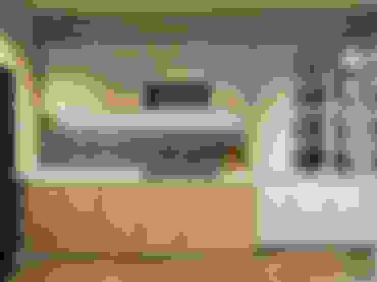 THIẾT KẾ NỘI THẤT CĂN HỘ VINHOMES GOLDEN RIVER - Tách Capuchino ấm áp:  Nhà bếp by ICON INTERIOR