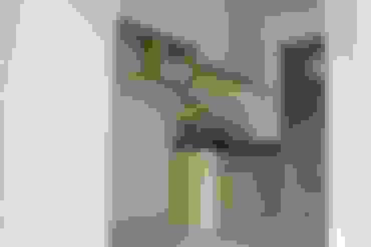 Dapur Mungil:  Unit dapur by POWL Studio