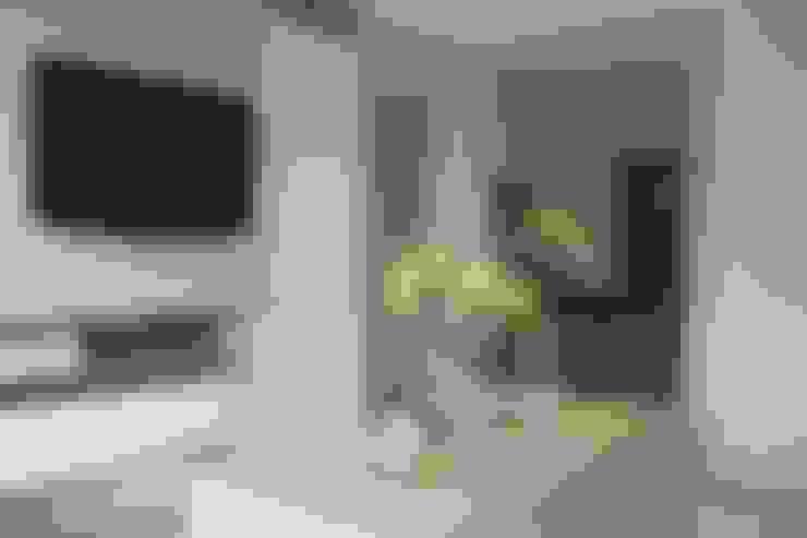 Ruang keluarga:  Ruang Keluarga by POWL Studio