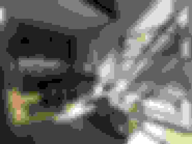 Ruang Keluarga dan Dapur:  Ruang Keluarga by Atelier BAOU+