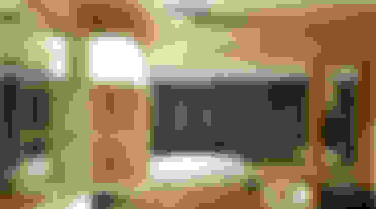 Tempat Tidur Utama & Ruang Tamu:  Kamar Tidur by Likha Interior