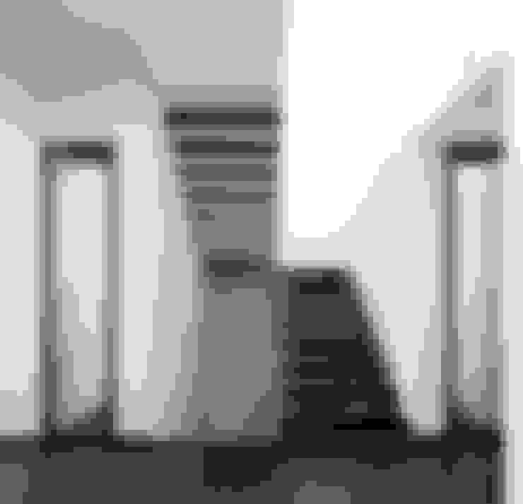Corridor and hallway by A2+ ARQUITECTOS