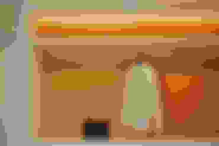 Lemari Pakaian:  Dressing room by FIANO INTERIOR