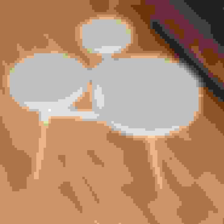 Meja Ruang Tamu:  Living room by FIANO INTERIOR