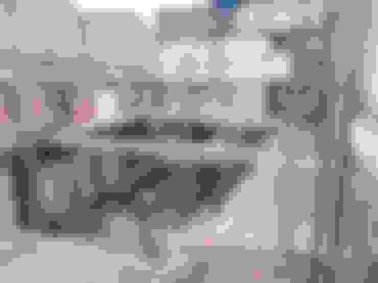 Construcción  Bodega y 6 apartamentos :  de estilo  por Arkited