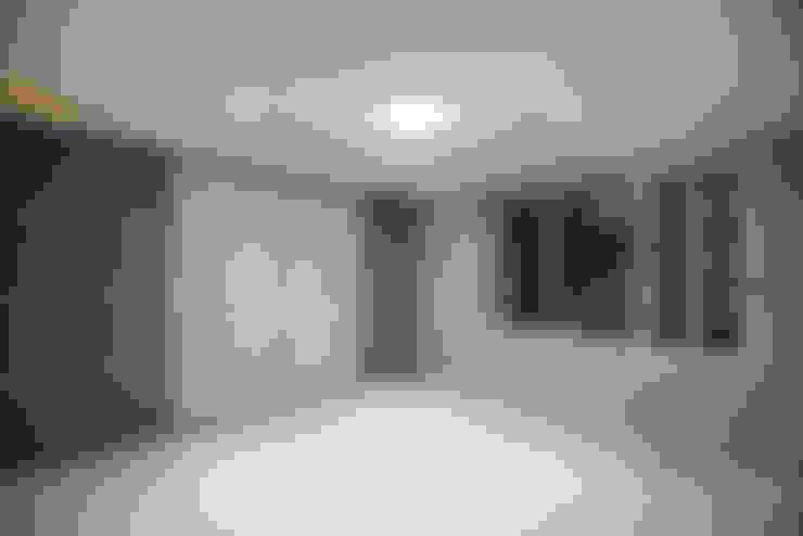 광장동 워커힐팰리스 40py 안방: Design Daroom 디자인다룸의  침실