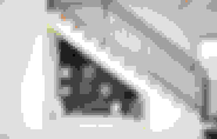 Escaleras de estilo  por 더존하우징