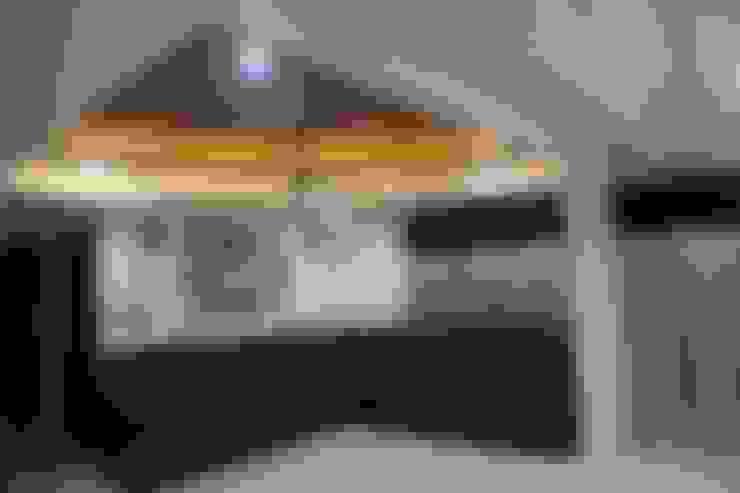 Living room by Vdezin Interiors