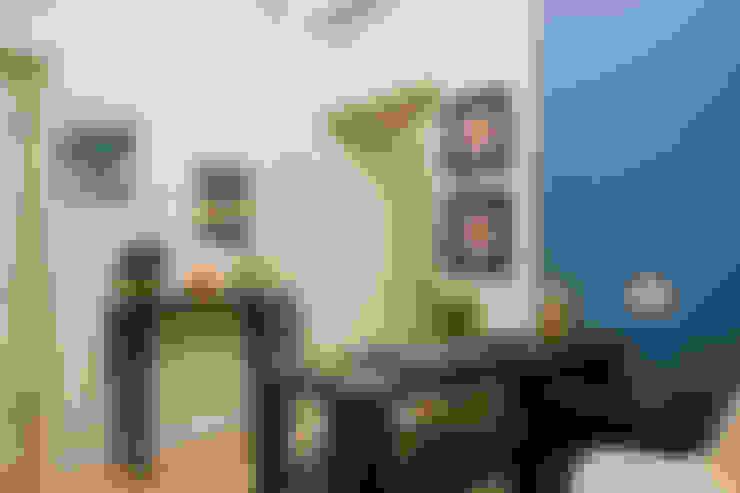 """""""Vacanze Romane"""" appartamento Short Rents: Ingresso, Corridoio & Scale in stile  di Creattiva Home ReDesigner  - Consulente d'immagine immobiliare"""