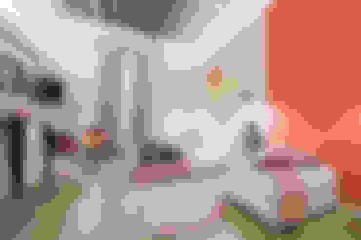 """""""Vacanze Romane"""" appartamento Short Rents: Camera da letto in stile  di Creattiva Home ReDesigner  - Consulente d'immagine immobiliare"""