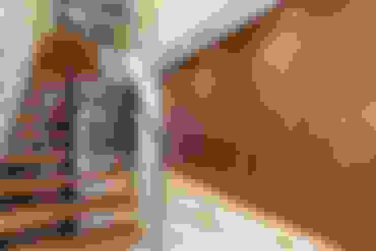 Pasillos y vestíbulos de estilo  por Dineke Dijk Architecten