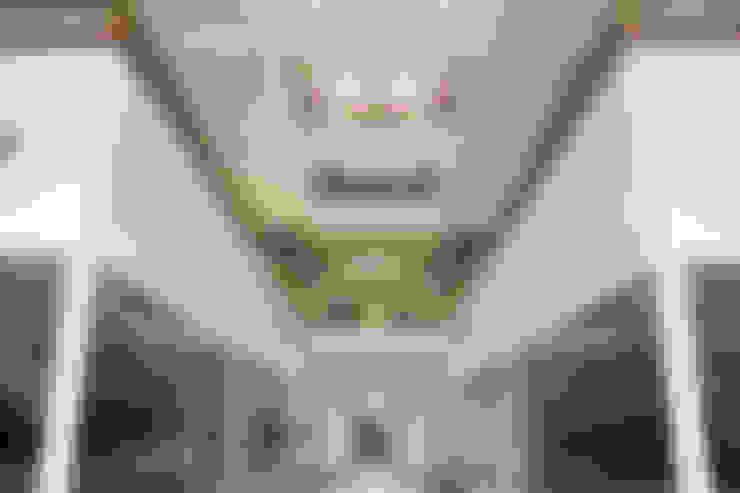 Lobby Principal: Oficinas y Tiendas de estilo  por Soluciones Técnicas y de Arquitectura