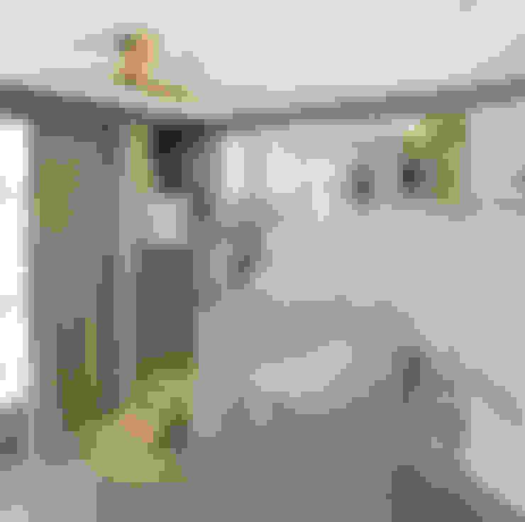 Living room by  何侯設計   Ho + Hou Studio Architects