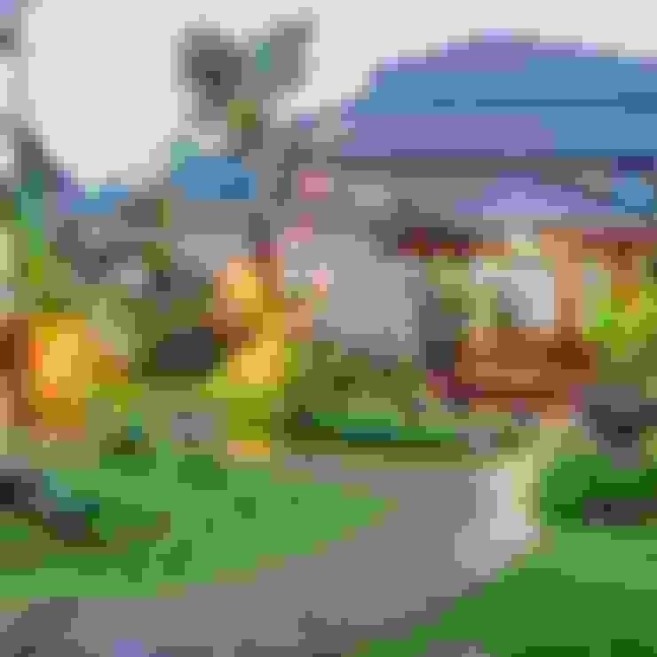 Jardines de estilo  por Tukang Taman Surabaya - Tianggadha-art