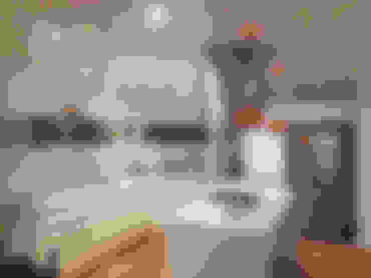 Armários de cozinha  por A3 arquitectas - Salta