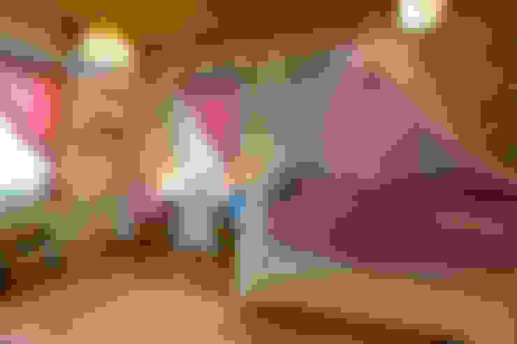 Спальня для дівчаток by 株式会社アートアーク一級建築士事務所