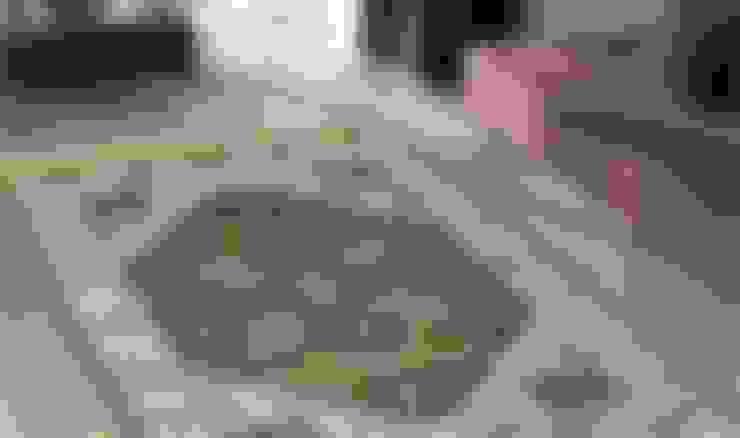 Vestíbulos, pasillos y escaleras de estilo  por Webtappeti