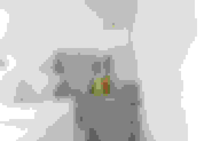 Bedroom by VOILÀ Pte Ltd