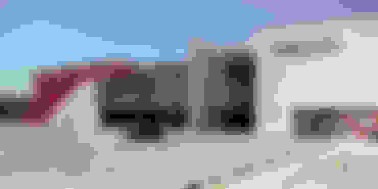 Tercer acceso: Centros Comerciales de estilo  por Helicoide Estudio de Arquitectura