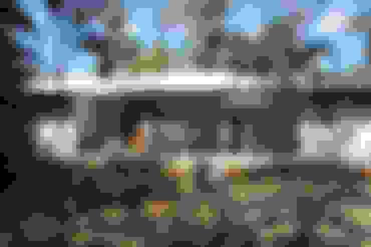 Casas unifamiliares de estilo  por SMF Arquitectos  /  Juan Martín Flores, Enrique Speroni, Gabriel Martinez