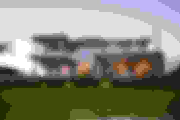 Single family home by ARQCONS Arquitectura & Construcción