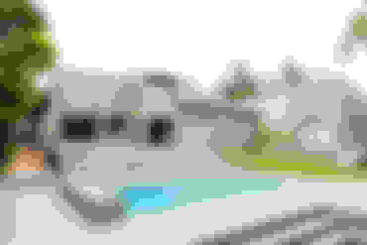 Casas de estilo  por TOP CENTRE PROPERTIES GROUP (PTY) LTD