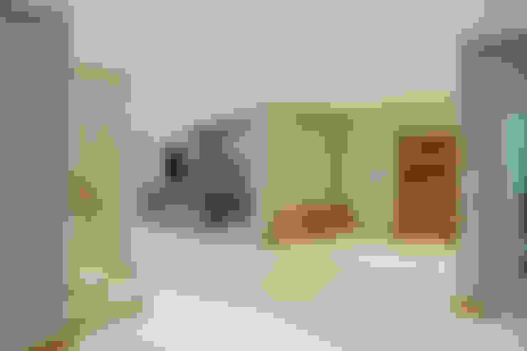 Weltervreden Park:  Living room by TOP CENTRE PROPERTIES GROUP (PTY) LTD