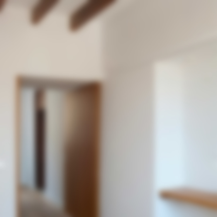 Detalles y acabados: Pasillos y vestíbulos de estilo  de Divers Arquitectura, especialistas en Passivhaus en Sabadell