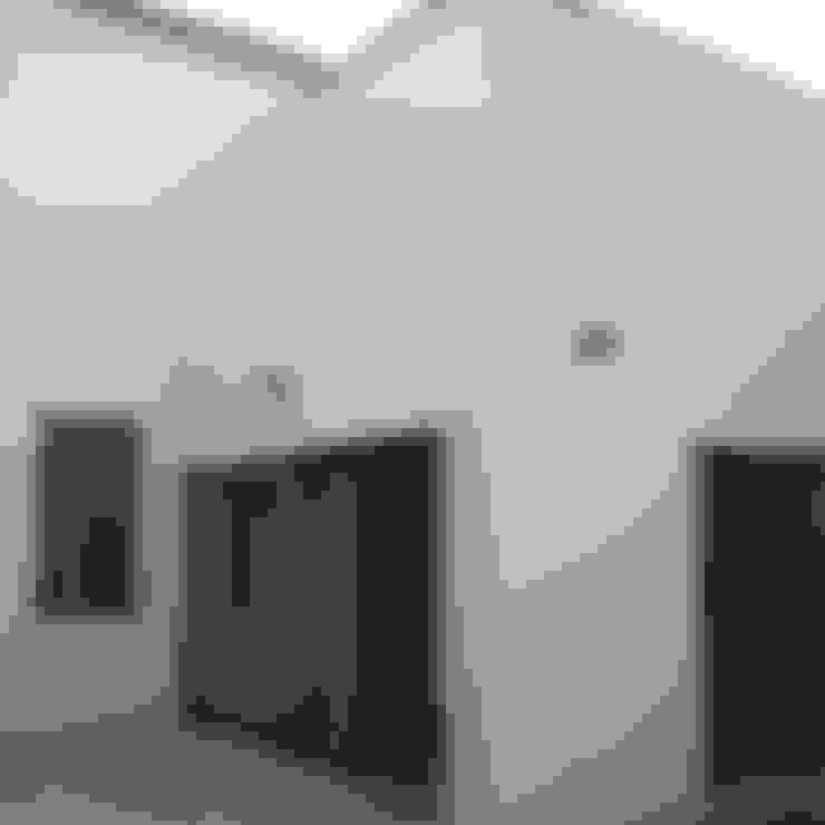 Patio interior: Casas unifamilares de estilo  de Divers Arquitectura, especialistas en Passivhaus en Sabadell