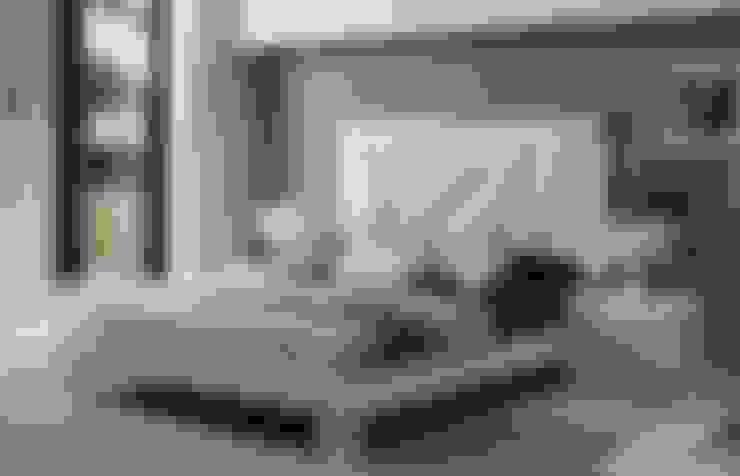 JUEGO DE ALCOBA MODERNO..: Habitaciones de estilo  por MUEBLERIA Y CARPINTERIA MADEYRA