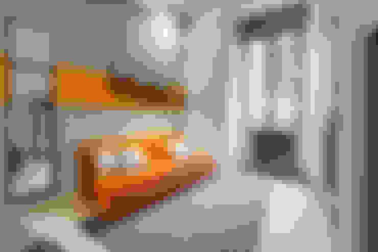 Salas / recibidores de estilo  por Creattiva Home ReDesigner  - Consulente d'immagine immobiliare