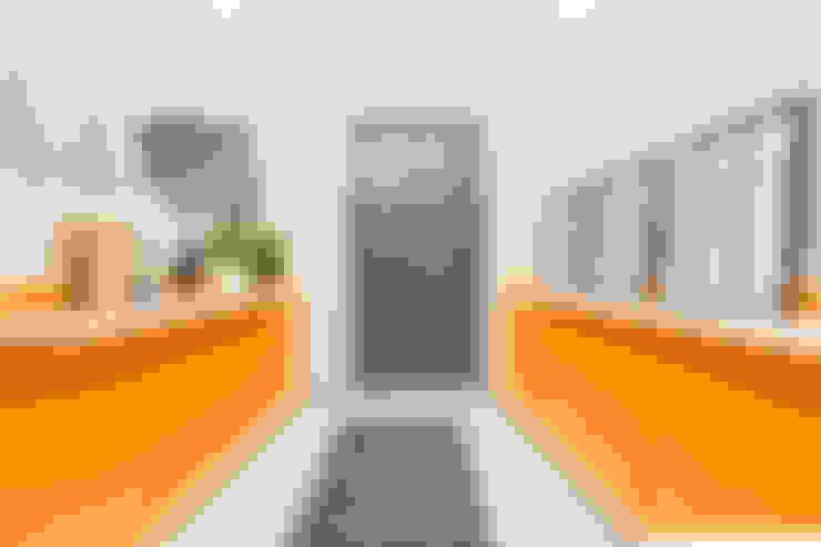 Коридор by Creattiva Home ReDesigner  - Consulente d'immagine immobiliare