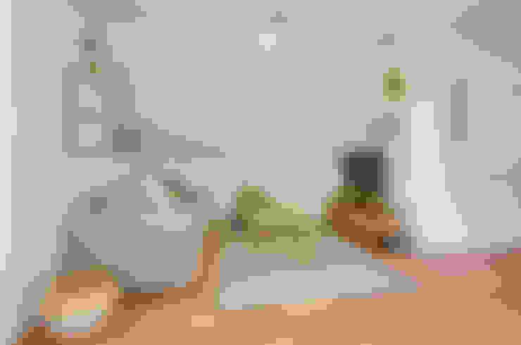 Sala de estar: Habitaciones infantiles de estilo  por Klover