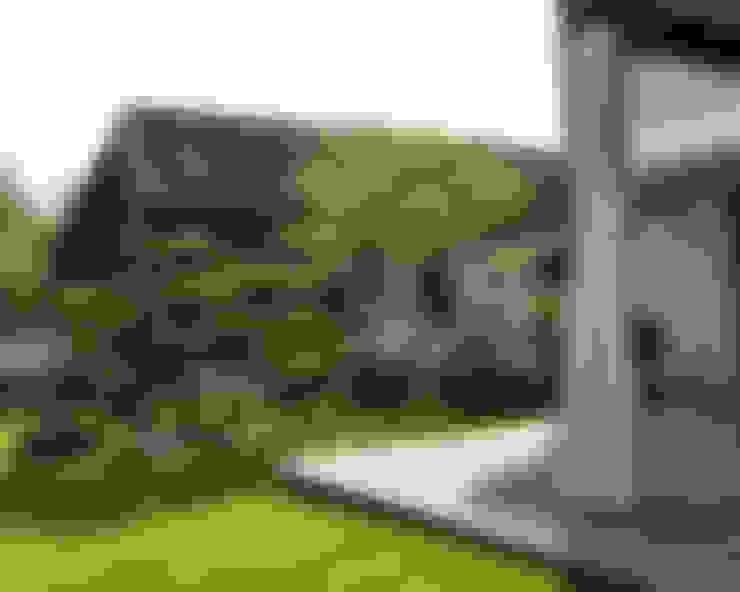 Jardines delanteros de estilo  de ARCADIA GARDEN Landscape Studio