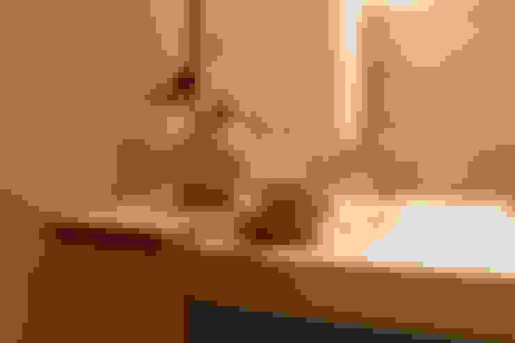 Detalle de repisa en decoración de baño.: Casas de estilo  de Arte y Vida Arquitectura